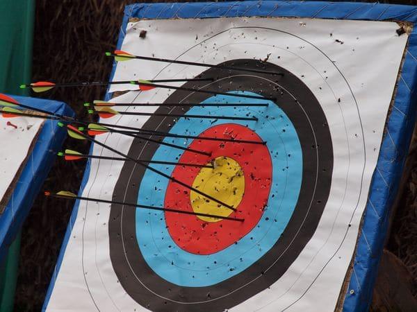 Azubi Training Bogen schießen als Outdoortraining