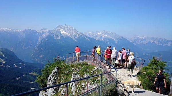 Die Bergwelt am Kehlstein betrachten.