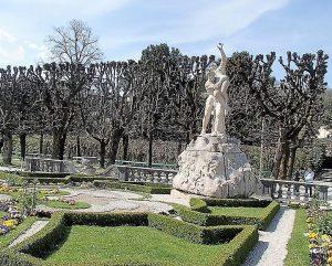 Salzburger Stadtführungen. Stadtführungen in Salzburg, Raptus Figur im Mirabellgarten