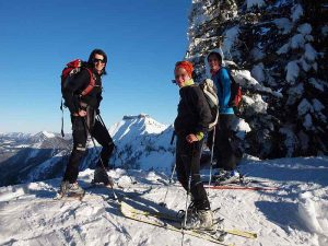 Teamgeist beim Outdoor Teambuilding Skibergsteigen fördern